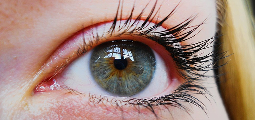 how to put in large contact lenses